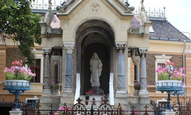 Monumentul Fecioarei Maria